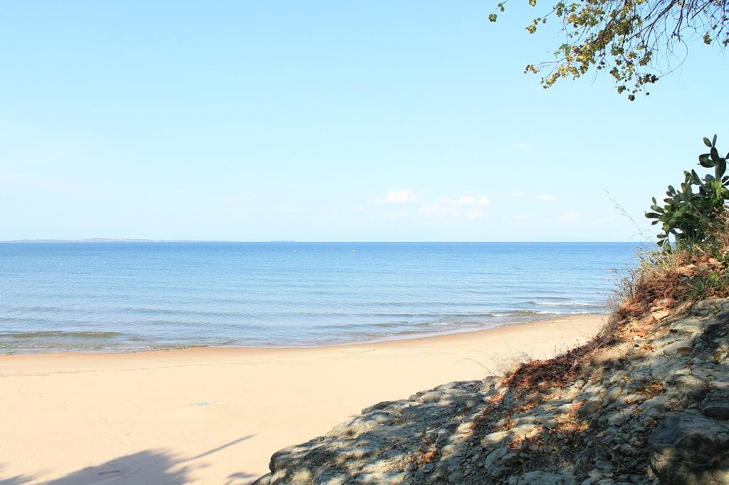 Sangilos hous beach